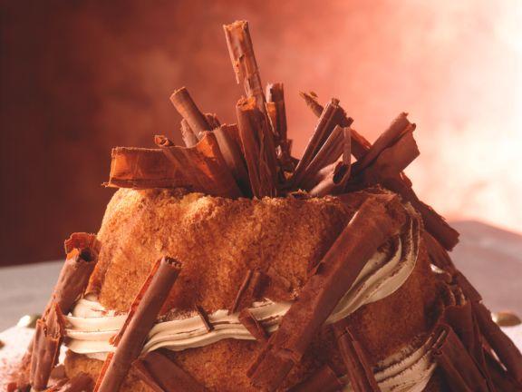 Feiner Haselnuss-Napfkuchen mit Mokkasahne