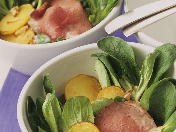 Feldsalat mit Bratkartoffeln und Roastbeef