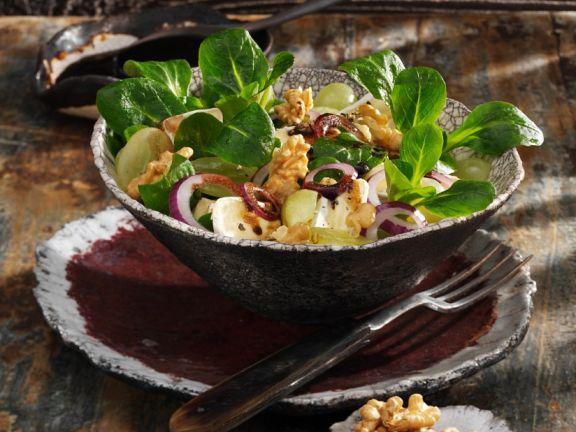 Feldsalat mit Camembert und Trauben
