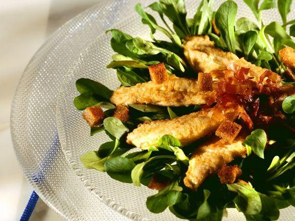 Feldsalat mit gebratenen Hähnchenstreifen