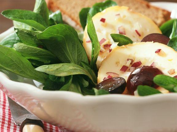 Feldsalat mit Käse