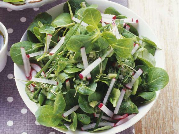 Feldsalat mit Kräutern