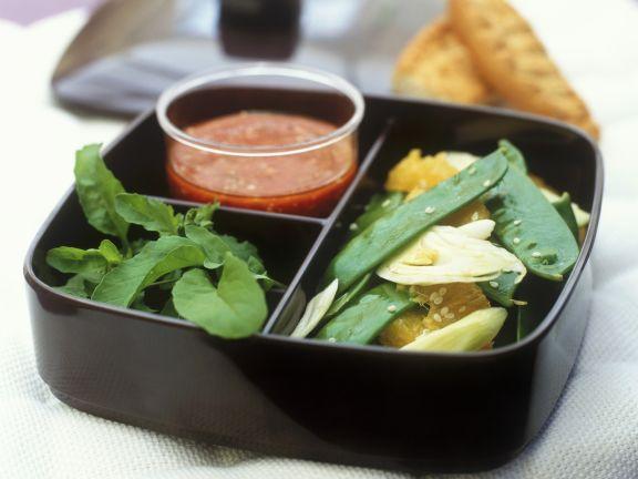 Fenchelsalat mit Zuckerschoten und Orangen und Tomatendressing mit Senf