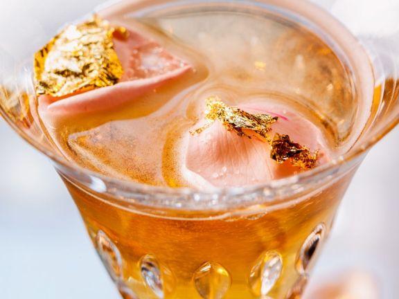 Festlicher Sekt-Cocktail mit Tee