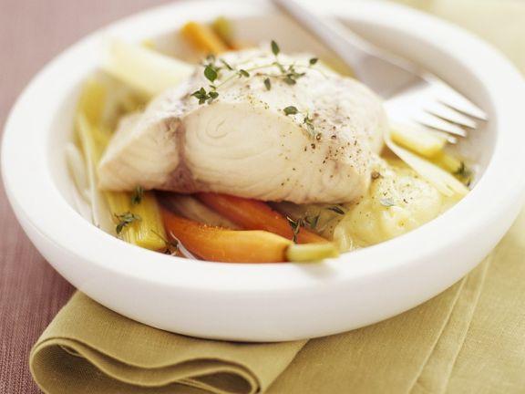 Fisch auf Gemüse gedünstet