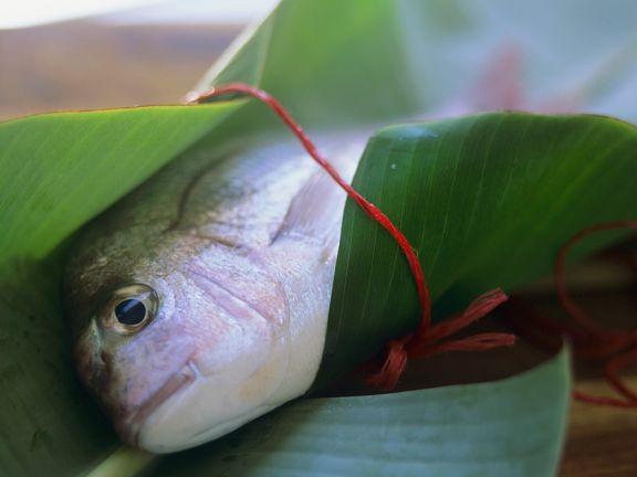 Fisch in Bananenblatthülle