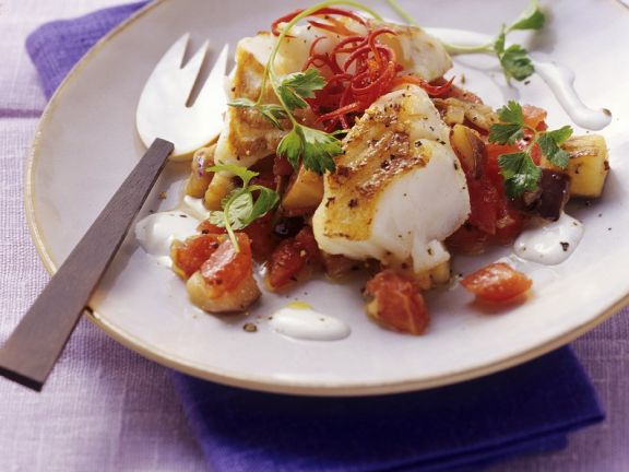Fisch mit gemischtem Gemüse und Joghurt