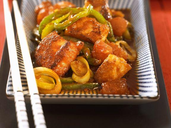 Fisch mit Gemüse aus dem Wok