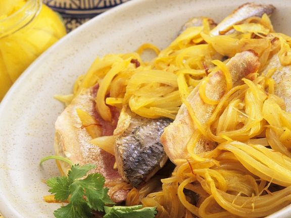 Fisch mit Safranzwiebeln aus der Tajine