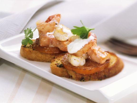 Fisch mit Tomate auf Röstbrot