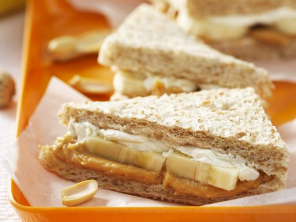 Fisch-Tramezzini mit Erdnussbutter und Banane