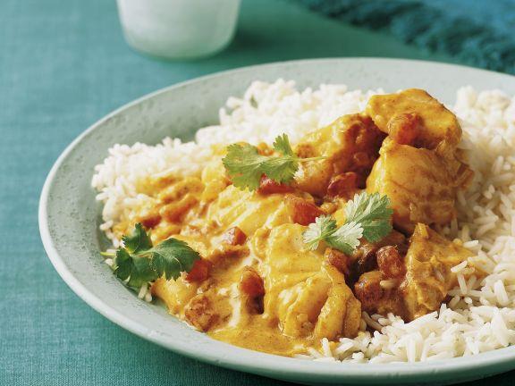 Fischcurry mit Kokosmilch und Reisbeilage