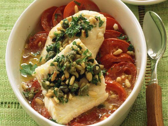 Fischfilet auf Tomaten gebacken