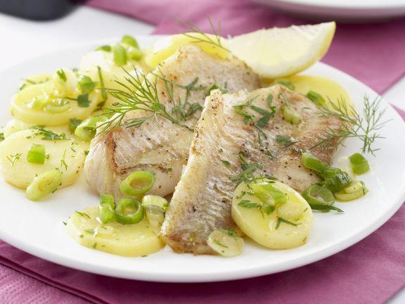 Fischfilet auf zitronigem Kartoffelsalat