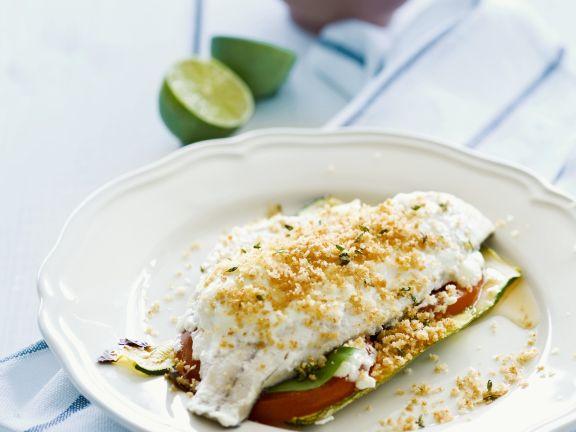 Fischfilet mit Gemüse und Bröseln überbacken