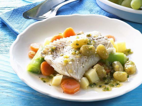 Fischfilet mit Gemüse und Weintraubensoße