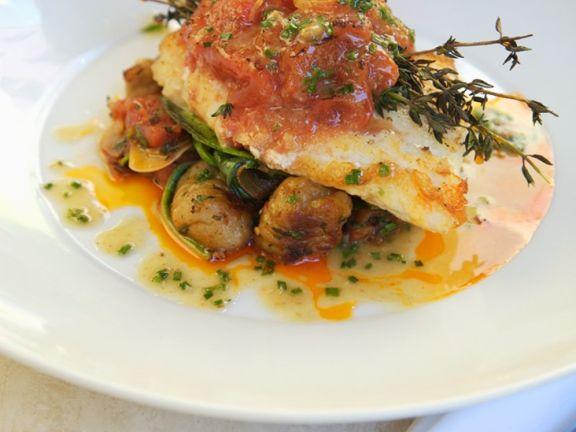 Fischfilet mit Kartoffeln und Tomaten
