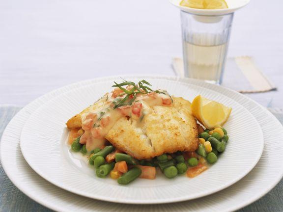 Fischfilet mit Panade dazu junges Gemüse