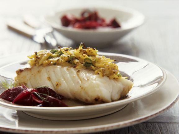 Fischfilet mit Senf-Kartoffel-Haube und Rote-Bete-Gemüse