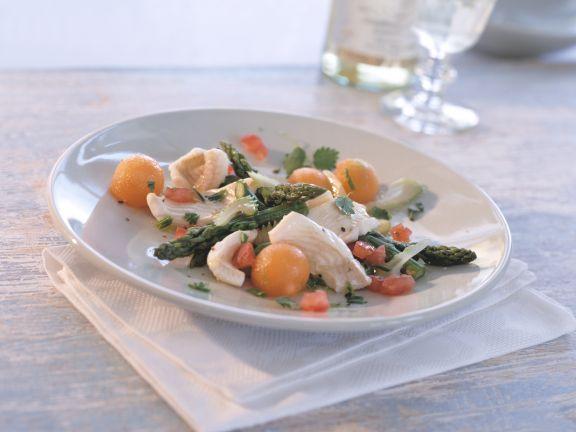 Fischfilet-Salat mit grünem Spargel