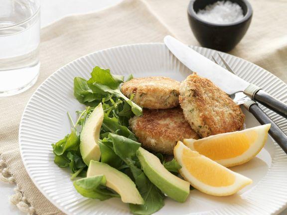 Fischpuffer mit Avocadosalat