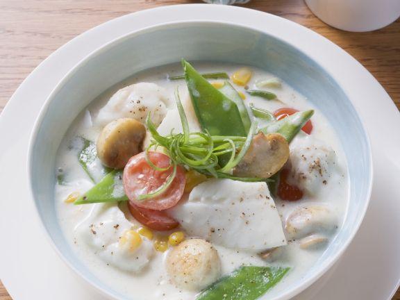 Fischragout mit Gemüse in Sahnesoße