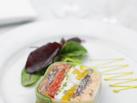 Fischsülze im Lauchmantel mit Paprika und Gurke