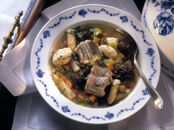 Fischsuppe Hamburger Art mit Aal, Dörrobst und Klößen