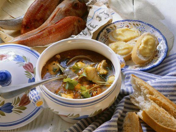 Fischsuppe mit Knoblauchbrot