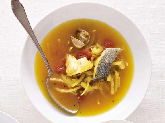 Fischsuppe mit Muscheln