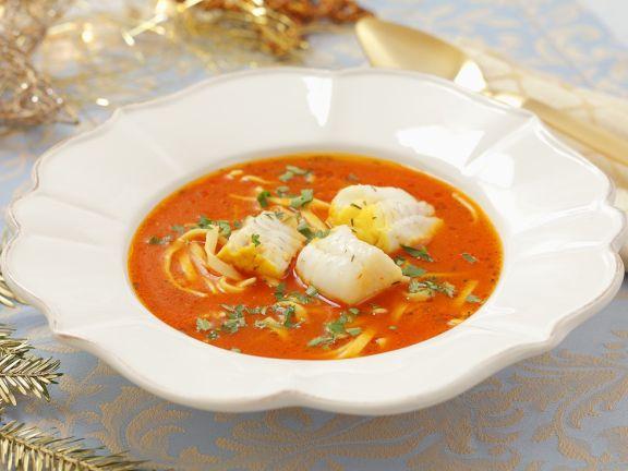 Fischsuppe mit Tomaten und Nudeln