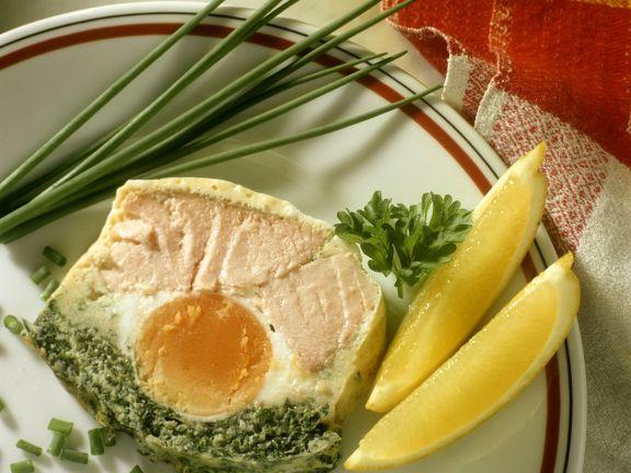 Fischterrine mit Ei und Kräutern