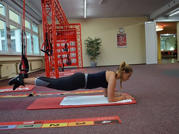 Fitmelonie Crunches am Slingtrainer