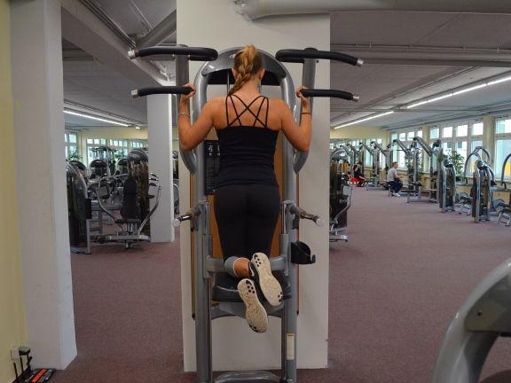 Fitmelonie Klimmzüge im Fitnessstudio