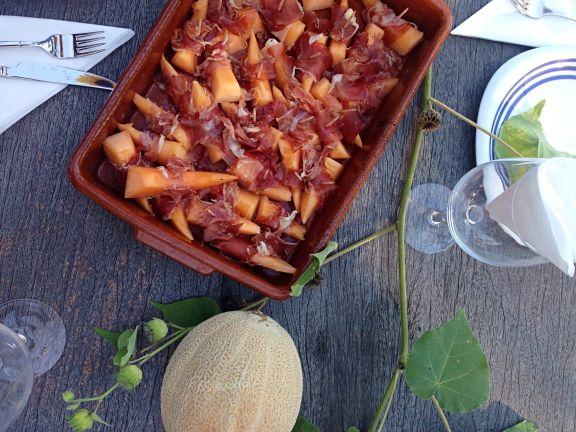 3 sommerliche Low-Carb Rezepte Melonenspalten mit Parmaschinken