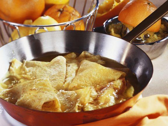 Flambierte Crêpes mit Orangensoße (Crêpes Suzette)