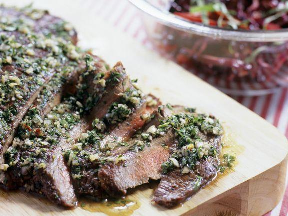 Flank Steak mit Knoblauch und Petersilie