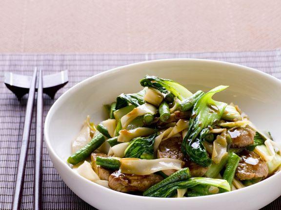 Fleisch und Pak Choy aus dem Wok