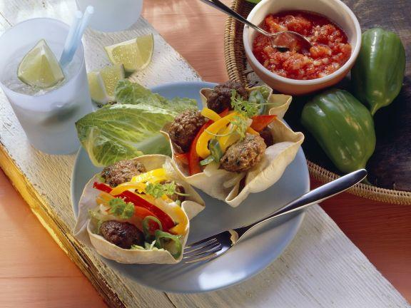 Fleischbällchen mit Gemüse in der Tortillaschale