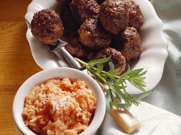Fleischklößchen mit Tomatensauce