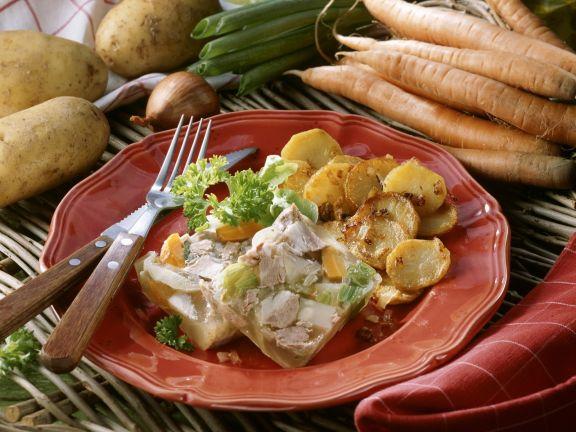 Fleischsülze mit Bratkartoffeln