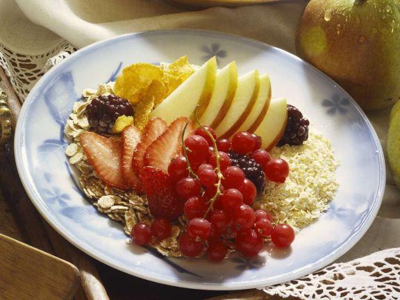 Flockenmüsli mit Obst