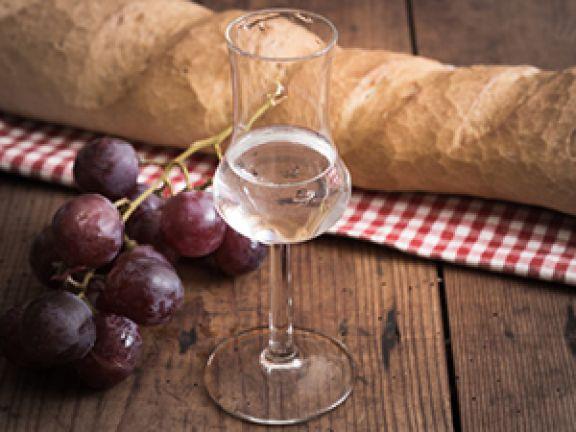 Auch Schnaps lässt sich mithilfe von Brot zubereiten. © Ezio Gutzemberg - Fotolia.com