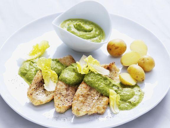 Flussbarsch mit Kartoffeln und Kopfsalatsauce