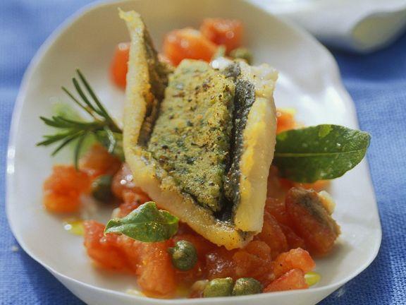 Forelle mit Kräuterkruste auf Tomaten gegart
