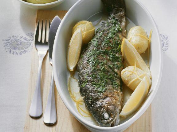 Forelle Müllerin-Art mit Kartoffeln