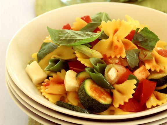 Frafalle mit Zucchini, Paprika und Käse