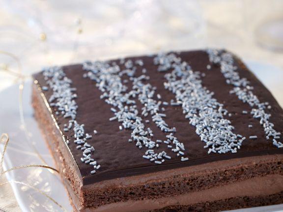 Französische Mandel-Biskuit-Torte mit Schokoladenglasur