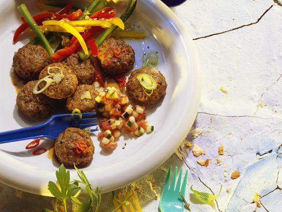 Frikadellen mit Gemüsesalat