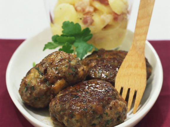 Frikadellen mit Kartoffelsalat